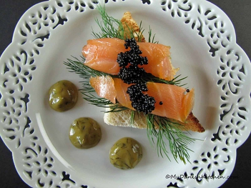 Smørrebrød with Smoked Salmon, Caviar and Dill Mustard